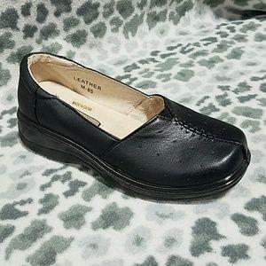 nwt black resturant non slip grip shoes